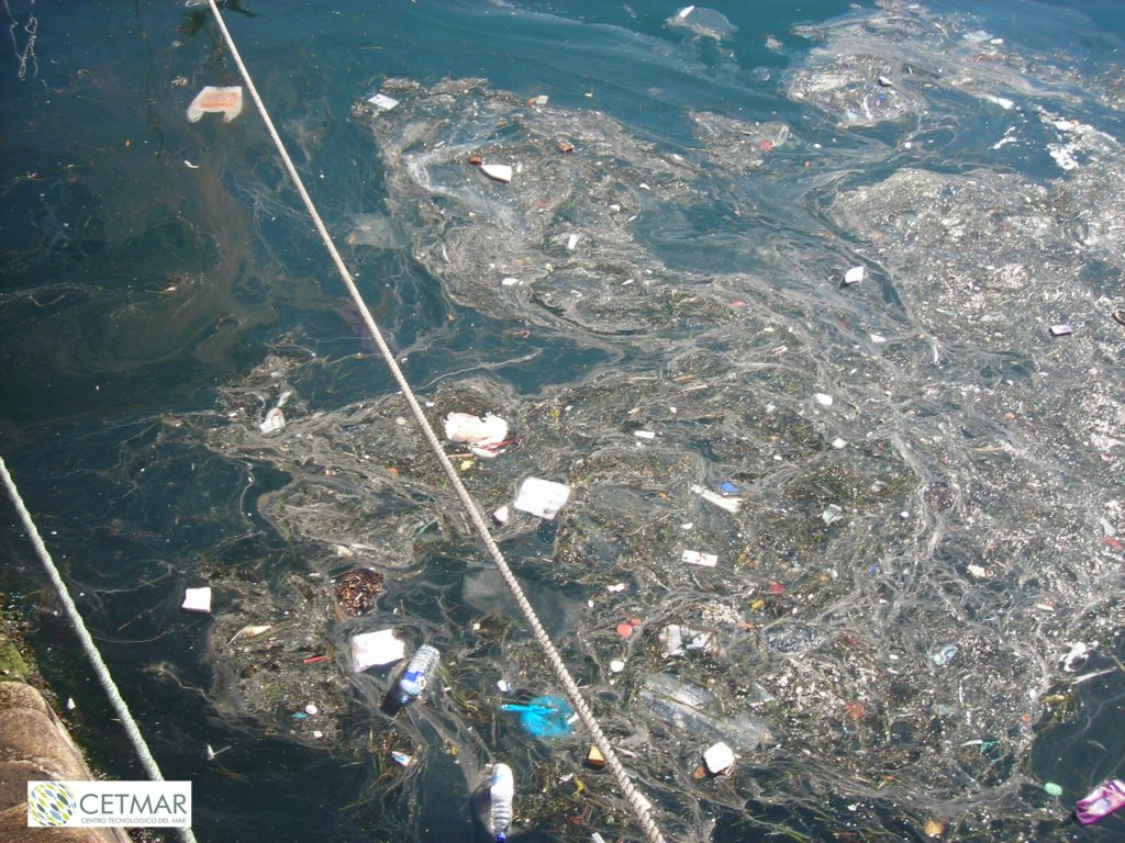 Floating marine litter in port areas